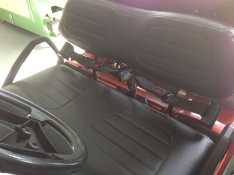 Here are the seat belts for the front passengers, check out the third center one!