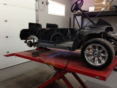With the sweet wheel and tire package installed on this golf buggy, it is time to move to the rear wheels.