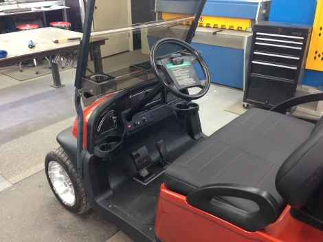 Here you can really see how everything ties together nicely on this classy golf cart. Check out the carbon fiber dash!