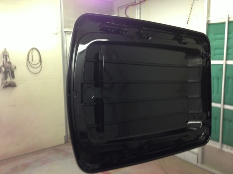 Nothing sets off a cart like a custom painted roof, in this case gloss black was the color of choice for this Precedent!